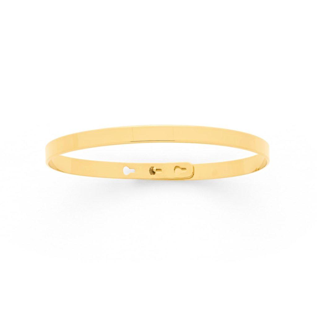 un look de star avec un bracelet discret en or fin